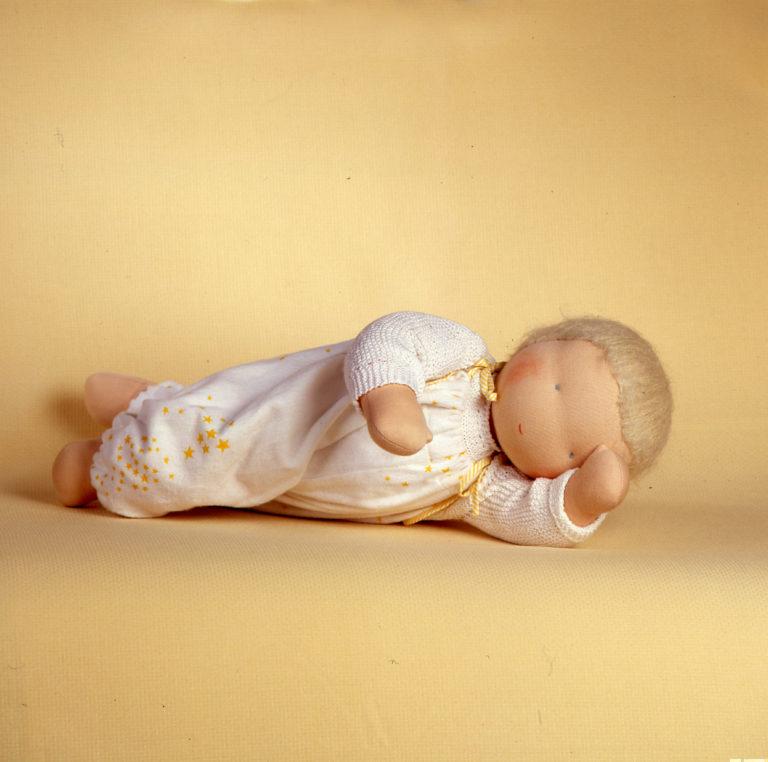 poupee bebe jaune